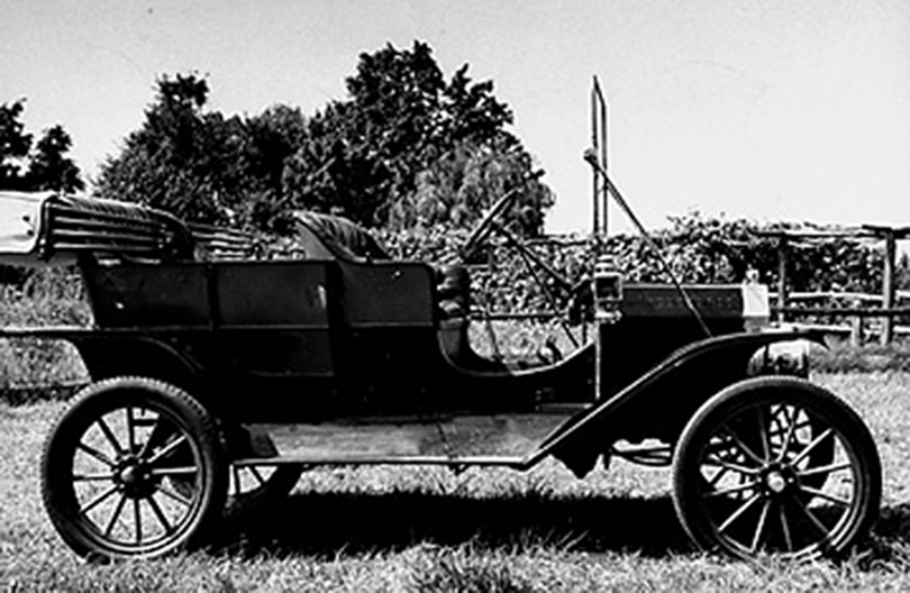 Side view of a 1908 Model T Ford from James Melton's automobile collection. (Photo by Ed Clark//Time Life Pictures/Getty Images)